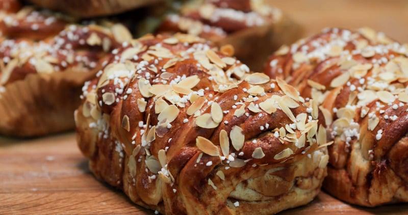 leipurin-recipe-hero-kanelivuokapitko
